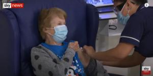 Βρετανία: Άρχισαν οι πρώτοι εμβολιασμοί μία 90χρονη η πρώτη στον κόσμο