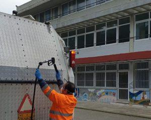 Μεταμόρφωση: Το σαββατοκύριακο πραγματοποιούνται πλύσεις στους εξωτερικούς χώρους των σχολείων