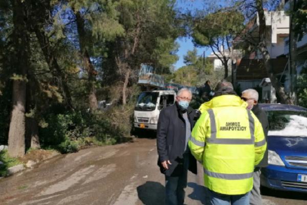 Μαρούσι: Αυτοψία του Δημάρχου στα σημεία που επιχειρούν τα συνεργεία του Δήμου για την αποκατάσταση των προβλημάτων που δημιούργησε η κακοκαιρία