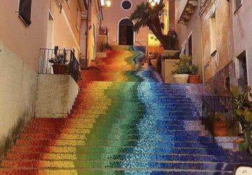 Ανώνυμοι καλλιτέχνες δίνουν με την τέχνη τους απλόχερα χρώμα στα βήματά μας