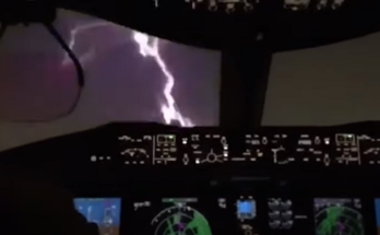 Παναμάς: Κεραυνός χτύπησε επιβατικό αεροσκάφος ενώ ετοιμάζεται να προσγειωθεί στο διεθνές αεροδρόμιο Τοκουμέν