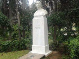 Περιφέρεια Αττικής: Με εντολή του Περιφερειάρχη ξεκίνησε ο καθαρισμός από γκράφιτι σε προτομές Ηρώων του 1821 στο Πεδίον του Άρεως