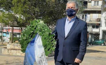 ΣΠΑΠ: Κατάθεση στεφάνου από τον Πρόεδρο στην μνήμη των ηρώων στον εορτασμό της 25ης Μαρτίου στη Νέα Πεντέλη