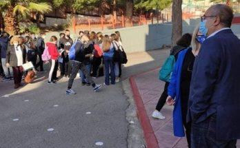 Ηράκλειο Αττικής: Δίπλα στους μαθητές των Λυκείων της πόλης σήμερα το πρωί ο Δήμαρχος