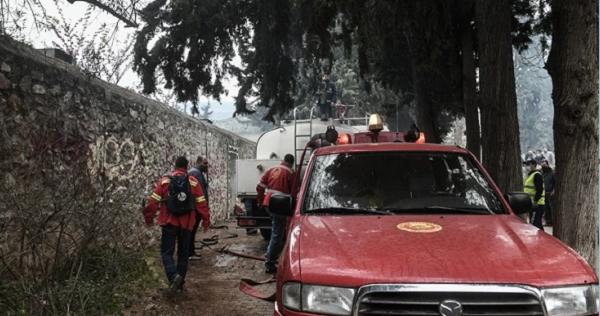 Καισαριανή: Υπό έλεγχο η φωτιά σε κτίριο μέσα στο Άλσος