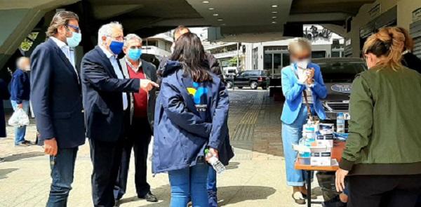 Μαρούσι: Παρουσία του Δημάρχου Αμαρουσίου συνεχίστηκε και σήμερα η δράση δωρεάν rapid τεστ στην πλατεία Ευτέρπης