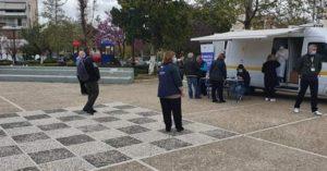 Μαρούσι: Παρουσία του Δημάρχου Μεταμόρφωσης συνεχίστηκε και σήμερα η δράση δωρεάν rapid τεστ στο Πάρκο Μπιζανίου και Δεκελείας