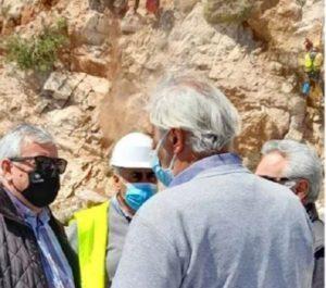 Περιφέρεια Αττικής: Εκτελούνται εργασίες για την «Άρση της Επικινδυνότητας στον οδικό άξονα Βάρκιζας – Σουνίου» (Τρύπες Καραμανλή)