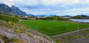 Νορβηγία : Εντυπωσιακό Γήπεδο ποδοσφαίρου σε μια βραχώδη νησίδα πλάι στην θάλασσα