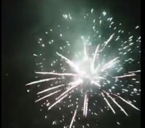 Πεντέλη: Μοναδικό θέαμα με βεγγαλικά το βράδυ της Ανάστασης από το Δήμο