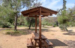 ΣΠΑΥ : Τοποθέτηση νέων ξύλινων τραπεζοκαθισμάτων στο δάσος του Κουταλά