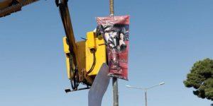 Περιφέρεια Αττικής: Το κεντρικό οδικό δίκτυο της Αττικής έχει κατακλυστεί από δεκάδες χιλιάδες αφίσες που έχουν παράνομα τοποθετηθεί