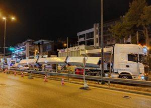 Αγία Παρασκευή: Πραγματοποιήθηκε η τοποθέτηση του τόξου της πεζογέφυρας στη Λεωφόρο Μεσογείων