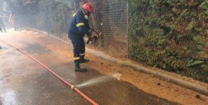 Διόνυσος: Μάχη με τις φλόγες δίνουν Πυροσβέστες, υπάλληλοι της Πολιτικής Προστασίας του Δήμου και εθελοντές για να σβήσει η μεγάλη φωτιά