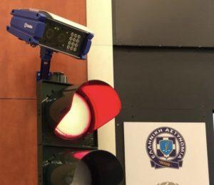 Περιφέρεια Αττικής: Ξεκινάει η πιλοτική εφαρμογή του πρώτου συστήματος ανίχνευσης παραβίασης ερυθρού φωτεινού σηματοδότη