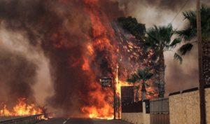 Κάηκαν τουλάχιστον 80 σπίτια