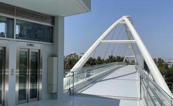 Περιφέρεια Αττικής: Έτοιμη προς παράδοση στους πολίτες η πεζογέφυρα στην Ποσειδώνος στο Παλαιό Φάληρο