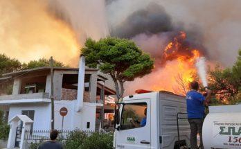 Άμεση επέμβαση του ΣΠΑΠ στην καταστροφική πυρκαγιά που ξέσπασε στη Βαρυμπόμπη, το Κρυονέρι και τις Αδάμες