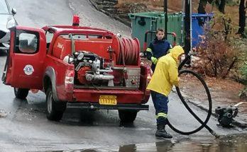 Πεντέλη: Άμεση ήταν η επέμβαση του Δήμου στην οδό Κοτζιά στην Δ.Κ. Πεντέλης που λόγω της βροχής αυξήθηκε επικίνδυνα η στάθμη του νερού στο οδόστρωμα