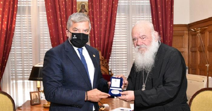Περιφέρεια Αττικής: Βράβευση του Περιφερειάρχη από τον Αρχιεπίσκοπο Αθηνών και πάσης Ελλάδος κ.κ. Ιερώνυμο Β' με το μετάλλιο της Εκκλησίας της Ελλάδος